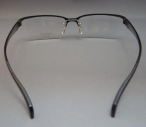 バイクどきのメガネはヘルメットを考慮して掛けれる眼鏡が理想です。