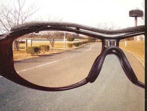 スポーツサングラスの専門店。特に自転車時はサングラスが必要です。