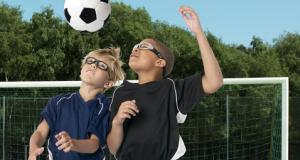 サッカー時のヘディング用度付きゴーグル子供