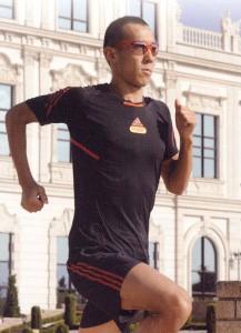 スポーツ用サングラス選びは、競技に合ったサングラス選びが重要。例えばスポーツサングラスランニング