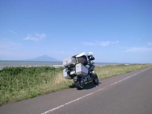 オートバイ乗りの眼に与える風は運転中にとても違和感を感じさせます。