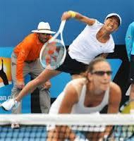 めがねを掛けてテニスをされる方にとって、度つきスポーツメガネの選び方は大切です。