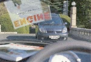 車のダッシュボードの反射等を取り除く機能に偏光レンズがあります。
