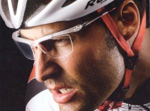 眼鏡を掛けてスポーツをされる方にとって、度入りスポーツメガネの選び方は大切です。