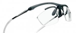 メガネを掛けてスポーツをされる方にとって、スポーツメガネ度付きの選び方は大切です。