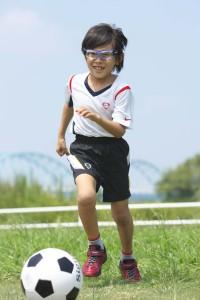 サッカー子供ゴーグル度付きを装用した写真
