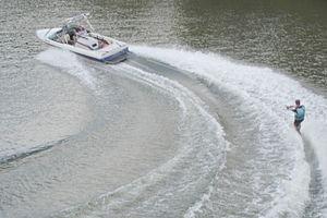 300px-Wasserski001
