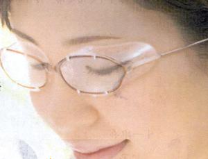 目マスク女性