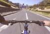 ロードバイク、サイクリング等の自転車走行どきに路面の手理解しの不快感を調光偏光レンズが防ぎます