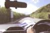 路面の反射光によるギラツキを抑えることができる偏光レンズ