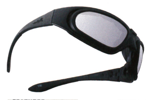 風の巻き込みを抑えられるバイク用度付きサングラス