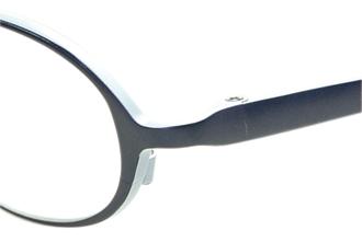 遠視の子供用メガネ