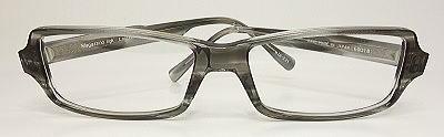 流行のデザインの大きいメガネ